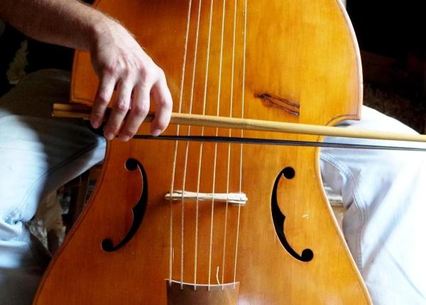 Violone bow the french way