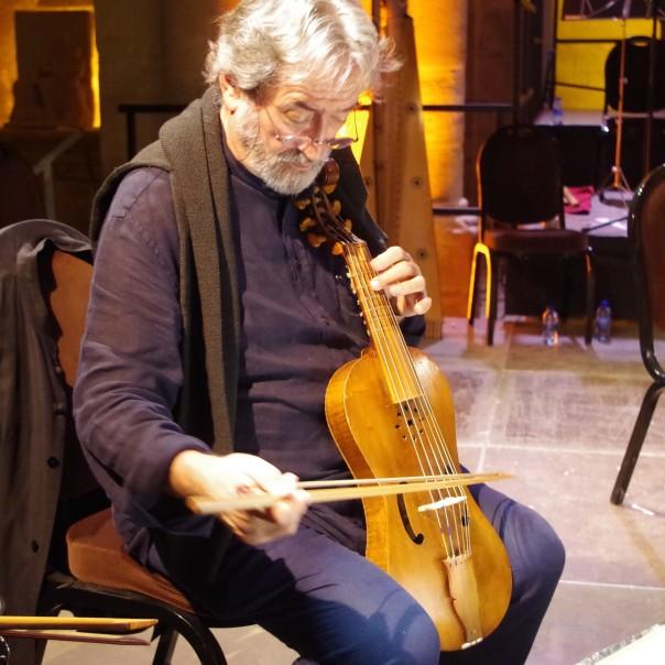 Jordi Savall et archet en bois de robinier